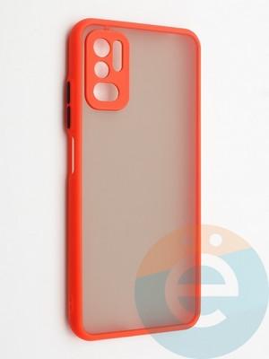 Накладка пластиковая с силиконовой окантовкой с защищенной камерой для Xiaomi Redmi Note 10 5G красная - фото 42339