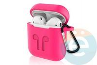 Чехол силиконовый для наушников Apple AirPods с карабином малиновый