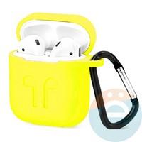 Чехол силиконовый для наушников Apple AirPods с карабином желтый
