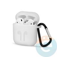 Чехол силиконовый для наушников Apple AirPods с карабином серый