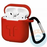 Чехол силиконовый для наушников Apple AirPods с карабином красный