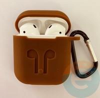 Чехол силиконовый для наушников Apple AirPods с карабином коричневый