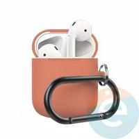Чехол силиконовый для наушников Apple AirPods 2 с карабином оранжевый