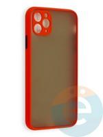 Накладка пластиковая с силиконовой окантовкой с защищенной камерой для iPhone 11 Pro Max красная