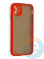 Накладка пластиковая с силиконовой окантовкой с защищенной камерой для iPhone 11 красная