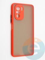 Накладка пластиковая с силиконовой окантовкой с защищенной камерой для Poco F3 красная